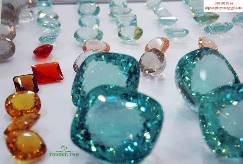 Các loại đá làm trang sức vô cùng đa dạng với đủ màu sắc khác nhau