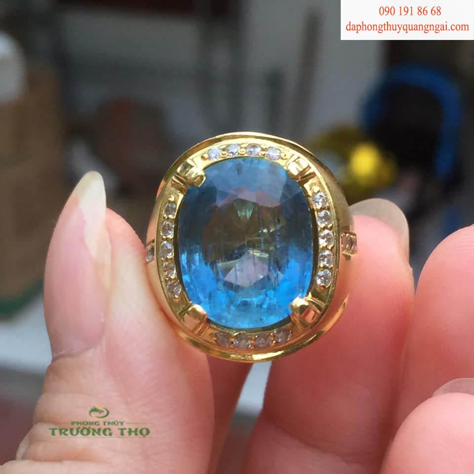 Đá Sapphire được xếp vào một trong 4 loại đá quý cao cấp, cùng với kim cương, ruby, và Emerald