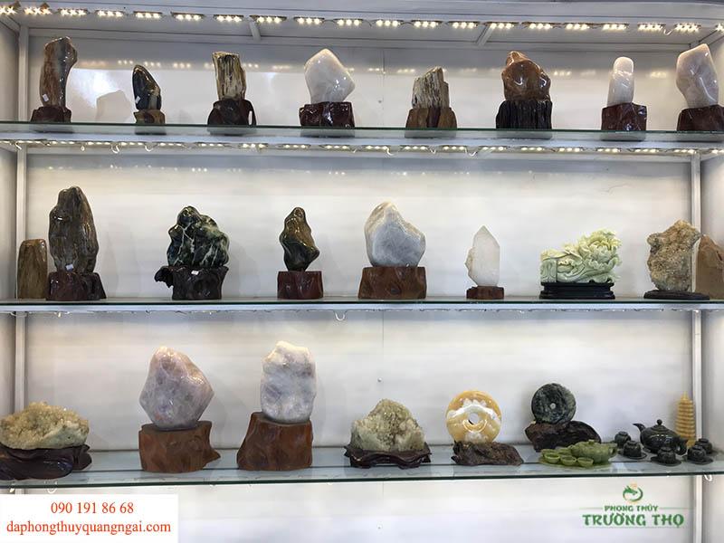 Đá cảnh phong thủy tại Phong Thủy Trường Thọ vô cùng đa dạng, được chế tác tỉ mỉ