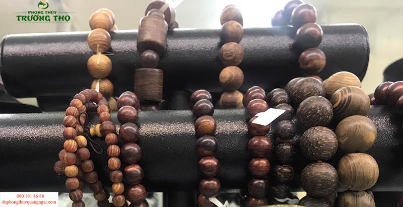 Vòng gỗ phong thủy tốt cho sức khỏe và mang lại nhiều may mắn